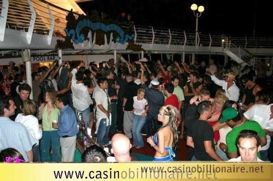 Festa em navio - groove cruise
