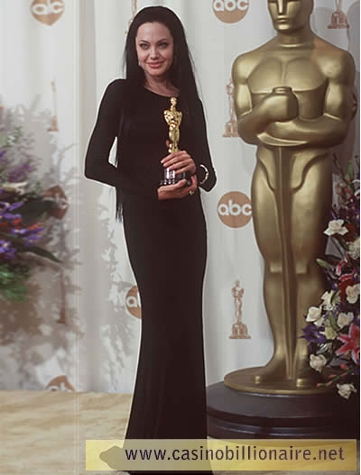Looks de Angelina Jolie no Oscar